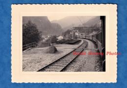 Photo Ancienne Snapshot - AIROLO / GÖSCHENEN Ou Environs - à Bord D'un Wagon - Bahn Eisenbahn Tessin Suisse Train - Trenes