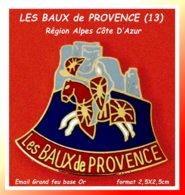 SUPER PIN'S Des BAUX De PROVENCE En Région Alpes Côte D'Azur : Superbe Site Dominant Les Alpilles, émail Grand Feu Base - Steden
