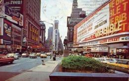 Times Square New York City - Showing The New Allid Chemical Tower Building - Formato Piccolo Viaggiata – E 13 - Cartoline