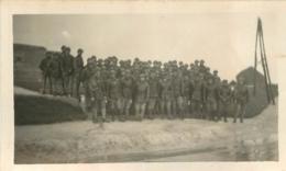 PHOTO ORIGINALE GROUPE DE SOLDATS ARMEE BLINDEE FORMAT 11.50 X 7 CM - Guerra, Militari