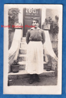 CPA Photo - BOBIGNY - Portrait D'une Femme Devant Les Escaliers De Sa Maison - Photographe Bizon Mode Pose Ethnic Social - War 1914-18