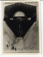 Dirigeable LEBAUDY - 24 Octobre 1905 - Vu De L'arrière Dans Le Manège De Toul, Transformé En Aérodrome - Animée  (V199) - Documentos Históricos