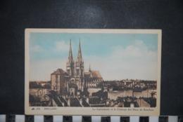 CP 03 Moulins Cathédrale Et Château Des Ducs De Bourbon  Ed:CAP 151 - Moulins