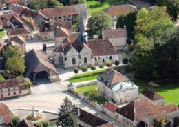 10 - Lesmont - C.P.S.M. - Beau Cliché Aérien De La Mairie - Halle - Eglise - Autres Communes