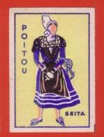 ETIQUETTE DE BOITE D'ALLUMETTES COSTUMES FEMININS - POITOU - Boites D'allumettes - Etiquettes