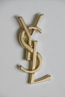 Pin's - Parfums - Yves Saint Laurent - Lettres YSL - Parfums
