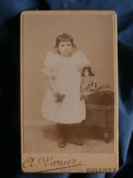 Photo CDV  Vernier à Valence  Fillette Brune Avec Une Poupée  CA 1890 - L465 - Photographs