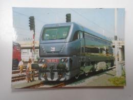 D168413 Train - Railway Station - Bahnhof  - Gare -Hungarian Postcard  -Slovakia  ZSR -  Petržalka   Station - Treni