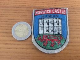 "Ecusson Tissu ""NORWICH CASTLE MUSEUM"" (blason, Château, Angleterre) - Ecussons Tissu"