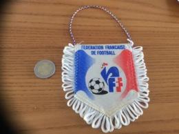 Fanion «FÉDÉRATION FRANÇAISE DE FOOTBALL - CHAMPION D'EUROPE, OLYMPIQUE 84, DEMI-FINALISTE COUPE DU MONDE 82 86» - Apparel, Souvenirs & Other