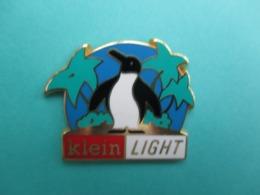 Pins Arthus Bertrand ,  Pingouin , Klein Light - Arthus Bertrand