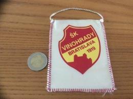 Fanion Football «SK VINOHRADY BRATISLAVA 1919» (Slovaquie) - Apparel, Souvenirs & Other
