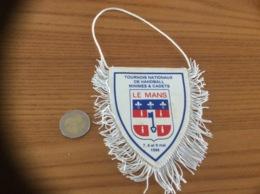 Fanion «UGSEL - LE MANS - HANDBALL 1998» - Apparel, Souvenirs & Other
