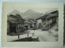 Gruyères, Valais Suisse, 1954. - Vieilles Voitures. - Old Cars. - Lieux
