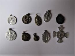 Lot De 10 Médailles Pieuses - Fichas Y Medallas