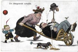 HUMOUR UN CHARGEMENT COMPLET  FEMME POUSSANT UNE BROUETTE HOMME IVRE CHAPEAU BIERE CHIEN - Humor