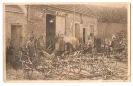 CPP 126 - CARTE PHOTO - Materiel Agricole, Charrues Magnier-Bédu Et Massey-Harris - Landbouw