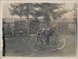 BICICLETA , BICYCLE , VELO  - ANTIGUA FOTOGRAFIA ORIGINAL DE UNA BICICLETA CON UN MOTOR , LOCALIZADA EN MÜNICH - Ciclismo