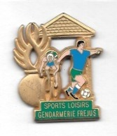 Pin's  Or  Ville, Militaire, Sports, Cyclisme, Foot, SPORTS  LOISIRS  GENDARMERIE  FRÉJUS  ( 83 ) - Armee