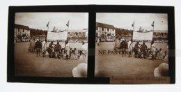 Madagascar Fianarantsoa Place Fête Les Danseurs Bara 11 Novembre 1931 PLAQUE DE VERRE Stéréo Cliché Amateur - Luoghi