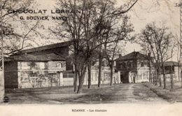 """CPA  42    ROANNE---LES ABATTOIRS---PUBLICITE """" CHOCOLAT LORRAIN """" - Roanne"""