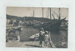 Saint-Mandrier-sur-Mer (83)  : GP De Bateaux 2 Mâts Tartanes Dans Le Port En 1957 (animé) PF. - Saint-Mandrier-sur-Mer