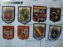 LOT DE 8 ECUSSONS A BRODER REGIONS FRANCAISES. MILIEU / FIN XX° SIECLE - Blazoenen (textiel)
