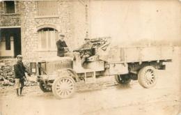 BELLE CARTE PHOTO CAMION ET PREPARATION DU DEMARRAGE A LA MANIVELLE - Camions & Poids Lourds