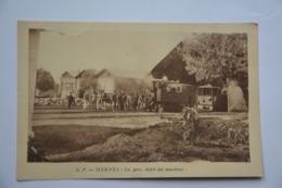 MEKNES-la Gare,depot Des Machines-locomotive En Beau Plan - Meknes