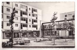 POISSY EN YVELINES  LES NOUVEAUX IMMEUBLES DE BEAUREGARD CENTRE COMMERCIAL - Poissy