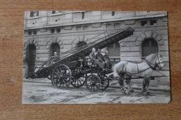 Carte Photo Sapeur Pompier De Paris Vehicule D'intervention Hippomobile Grande échelle  Vers 1910 - Firemen