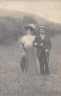 Carte-Photo - Couple Dans La Campagne - Couples