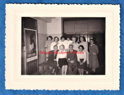 Photo Ancienne Snapshot - Personnel De La Sécurité Sociale ?- Belle Affiche à Gauche - Bureau Femme Travail Métier Homme - Mestieri