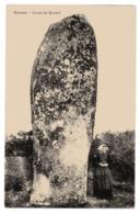 CPA  56      CARNAC        MENHIR     GEANT DE KERDEF  AVEC JEUNE FILLE - Dolmen & Menhirs