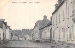 C P A 80 Somme Hangest-sur-Somme La Rue De La Ville - Francia