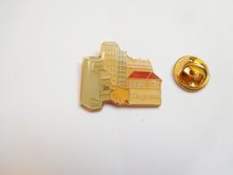 Beau Pin's , Matériel électrique Legrand , Disjoncteur - Other