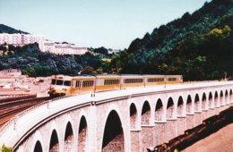 Tarare (69) 12 Juillet 1998 - La Rame RTG 2003/4 Traverse Le Viaduc De Tarare - Tarare