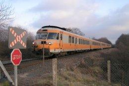 Lapeyrouse (63) 30/12/2003 - Une UM De RTG Assurant Le  Train GL 4580 Lyon/Bordeaux  Passe Près De Lapeyrouse - Trenes