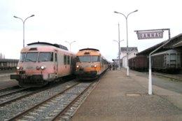 Gannat (03) 29 Décembre 2003 - Deux UM De RTG Assurant Les  Trains GL 4480 Et 4580 Se Croisent  En Gare De Gannat - Estaciones Con Trenes
