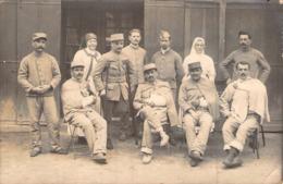 C P A Militaria > Carte Photo Soldats Blessés En Hopital Le 11 Novembre 1918 Infirmières Amputé - Regimientos