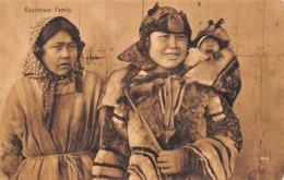 Groenland: Ou Terre-Neuve :      Famille D'Esquimaux     (voir Scan) - Groenlandia