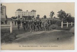 ° 27 ° VERNEUIL SUR AVRE ° ECOLE DES ROCHES ° UN DEPART DE CYCLISTES ° - Verneuil-sur-Avre