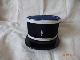 SUPERBE KEPI DE SOUS-OFFICIER DE GENDARMERIE EN EXCELLENT ETAT ( Voir Photos ) T 57 Ou 58 - Headpieces, Headdresses