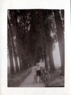 Carte Photo Originale Vélo, Bicyclette, Biclou, Petite Reine, Cycle, Bécane & 2 Ados En 1928 à Pappelallee En Allemagne - Cyclisme