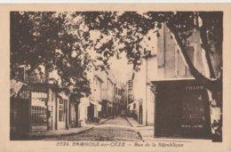 CPA  30 BAGNOLS SUR CEZE RUE DE LA REPUBLIQUE   PHARMACIE - Bagnols-sur-Cèze