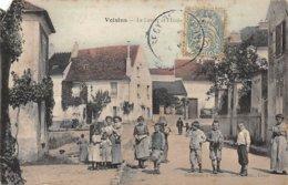 77. N° 104383 . Voisins .le Lavoir Et L Ecole .en L Etat . - Autres Communes