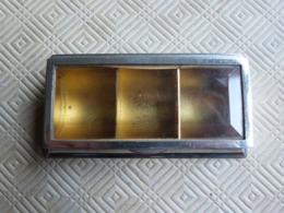 BOITE A TIMBRES 3 COMPARTIMENTS , EN LAITON ARGENTE , COUVERCLE A VERRE BISEAUTE - Stamp Boxes