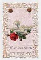 CPA Avec Chromo Rapportée Colombe Fleurs Roses Pourtour En Dentelle Papier Mille Bons Baisers 1907 - Cartoline