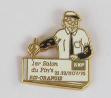 1 Pin's BANQUE BNP - 1er Salon Du Pin's RIS-ORANGIS Signé THEM' SIGLE N° 85/93 - Banken