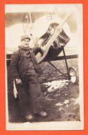 MAR114 Carte-Photo ( Probablement ISTRES-Aviation ) Mécanicien Devant Avion Biplan Daté 1918 - Guerre 1914-18
